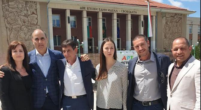 Ева Майдел в Перущица: БСП са добри в даването на гръмки обещания и в обвиненията, а ние в подобряването на живота на хората