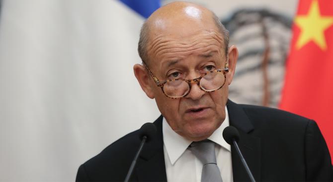 Френският външен министър Жан-Ив Льо Дриан отправи критики срещу реакцията