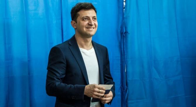 Екипът на избрания за президент на Украйна Володимир Зеленски помести