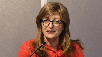 Екатерина Захариева: Папата не каза да отворим границите си за мигранти