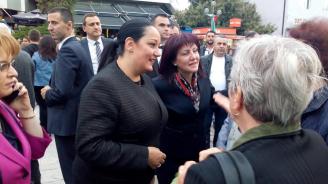 Лиляна Павлова участва в тържествата, посветени на 6 май, в Пещера