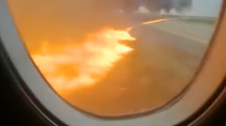 """Пътници са заснели началото на пожара в самолета на """"Шереметиево"""""""