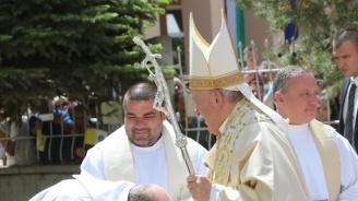 Папа Франциск се срещна с католическата общност у нас