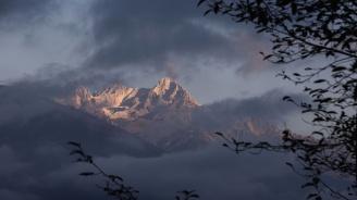 Лавина погреба 7 алпинисти в Русия