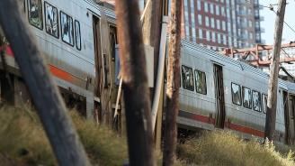Влак и полуремарке се удариха в Германия. Осем ранени
