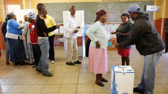 Управляващата партия в Южна Африка води убедително според преброените досега гласове