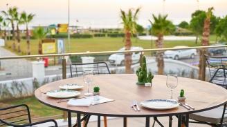 Собственици на хотели: Бавят се визи за работниците от чужбина