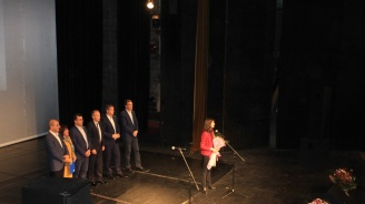 Мария Габриел в Кърджали: Ще работя за това младите хора в цяла България да имат перспективи за развитие