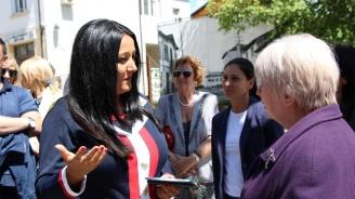 Лиляна Павлова в Брезник: Ще работя за повече европейско финансиране за България, за да няма разделение на малки и големи, богати и бедни общини
