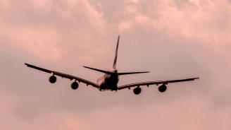 Самолет с 89 души се приземи по корем в Мианма