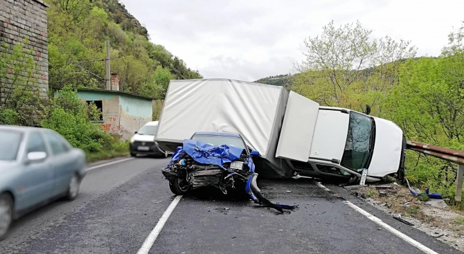 Тежка катастрофа на пътя Плевен - Бяла: Има загинал