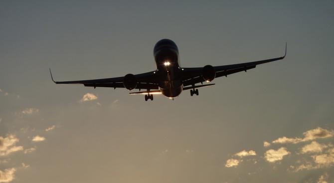 """Пътнически самолет """"Боинг"""" 737-800 на руската авиокомпания """"Ютер"""", изпълняващ полет"""