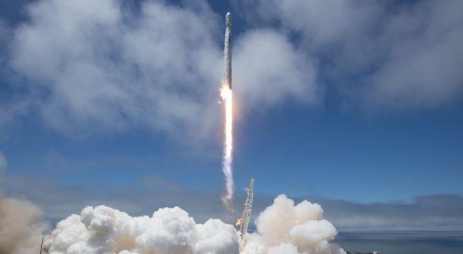 """Американската компания """"Спейс Екс"""" отложи изстрелването на ракета """"Фалкон 9"""""""