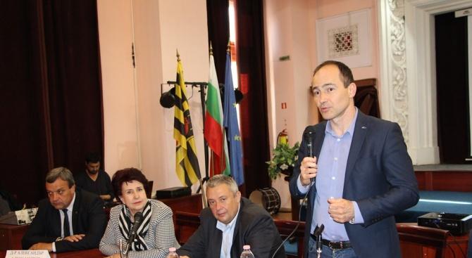 Андрей Ковачев в Перник: Още много инвестиции ще има в България, нека не правим експерименти на изборите, за да не ги спрем