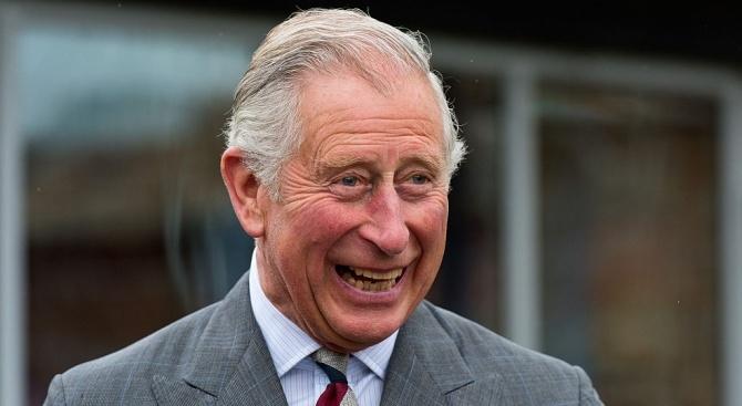 Британският престолонаследник принц Чарлз посети новородения си внук и първороден