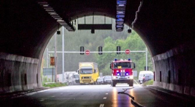 """Жена е пострадала при лека катастрофа в тунел """"Ечемишка"""" по"""