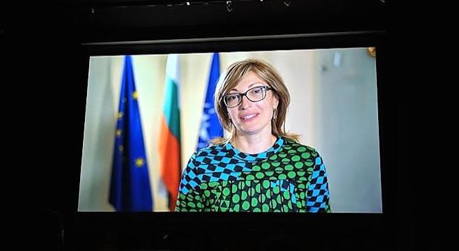 Захариева поздрави българите в Барселона с предстоящото откриване на консулство