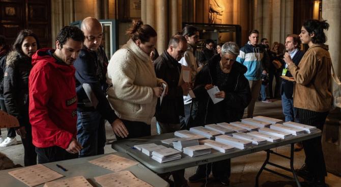 Проевропейската опозиция в Полша води с над 10% на управляващата партия преди евровота