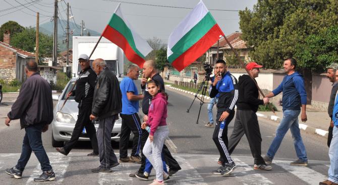 Жители на село Конуш блокириха за пореден път пътя Хасково - Кърджали