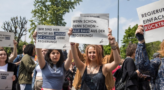 Хиляди се събраха за протест в центъра на Виена с