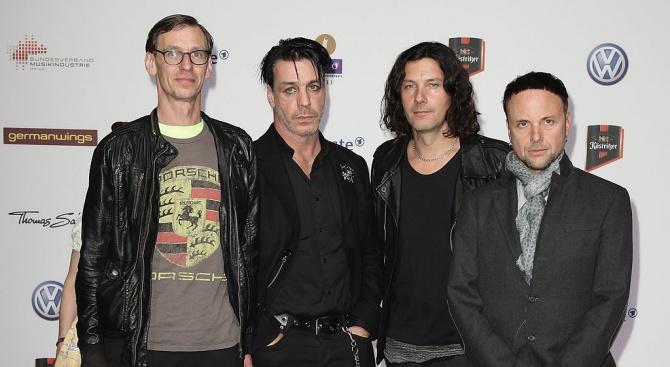 """Седмият дългоочакван албум на германската група """"Рамщайн"""", озаглавен """"Rammstein"""" и"""