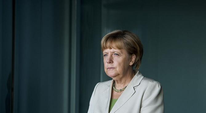 Германският канцлер Ангела Меркел обмисля възможността за преструктуриране на правителството,