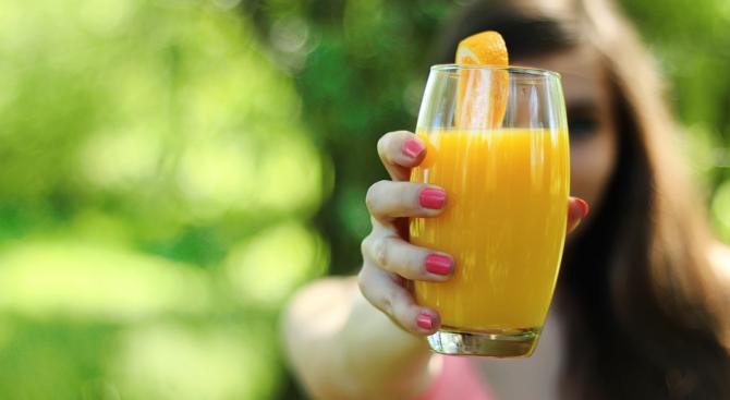 Плодовите сокове могат да бъдат по-опасни за здравето от подсладените