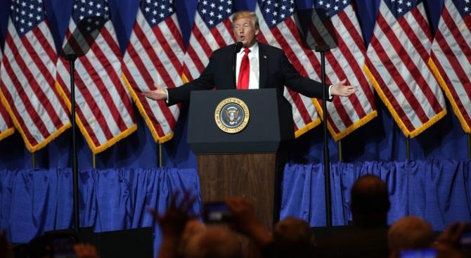 """Президентът на САЩ Доналд Тръмп се обяви в събота, """"твърдо"""