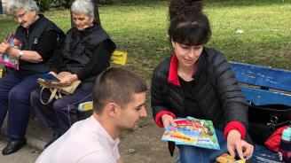 Кандидатът за евродепутат Николай Диков раздаде стотици детски книжки