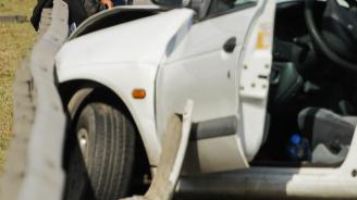 61-годишен излетя от пътя, изпадна от купето и бе премазан от автомобила си