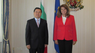 Илияна Йотова се срещна с новия китайски посланик в България