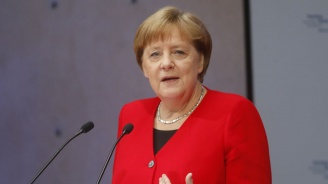 Почитателка на Меркел повреди самолета ѝна летището в Дортмунд