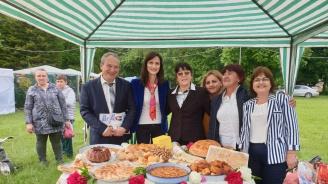 """Водачът на листата на ГЕРБ и Асим Адемов посетиха Фестивала """"С дъх на хляб и мед"""" в Търговище"""