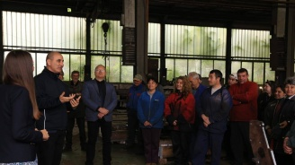 Цветанов се срещна със служителите на предприятие за селскостопанска техника