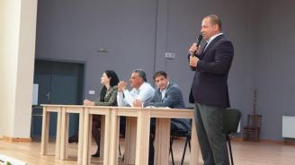 Кандидатът за евродепутат от ГЕРБ Младен Шишков в с. Скутаре: Нека бъдем обединени и заедно да постигнем по-добро бъдеще за България