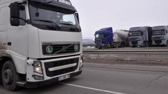 """Интензивен трафик на """"Капитан Андреево"""" и """"Лесово"""" на изход от страната"""