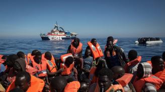 Италия отпрати кораб с мигранти към Тунис