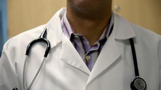 Лекар си играе с живота на пациентите, за да изпъкне пред колегите си