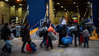 Италия склони да приеме 18 от 65-те мигранти, спасени от германски активисти