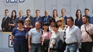"""Симпатизанти на ГЕРБ пристигат за предизборно събитие в зала """"Арена Армеец"""""""
