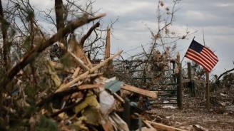 Торнадо отнесе покриви и изкорени дървета в САЩ
