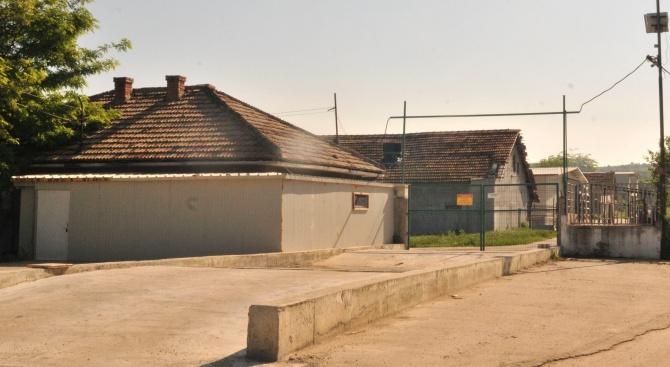 Причина за смъртта на двамата работници в свинефермата в село