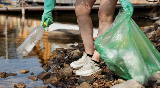 Замърсяването на океаните с пластмаса вреди не само на по-едрите