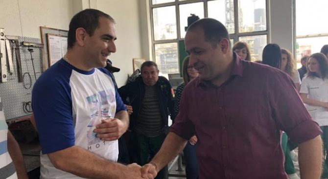 Кандидатът за евродепутат от ГЕРБ Младен Шишков се срещна с работници от рафинерия в с. Белозем