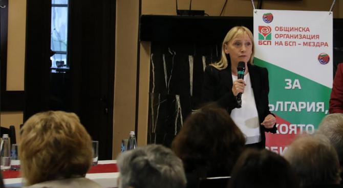 Елена Йончева във Фейсбук: Борисов лъже за братовчеда Ради и къщата в Барселона