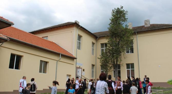 Кметът на Община Тетевен откри още едно ремонтирано училище