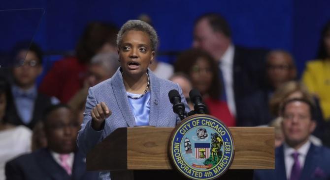 Първата чернокожа жена,кмет на Чикаго, обещаголеми реформи
