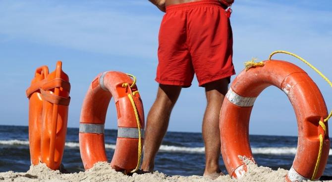 Мобилни двойки спасители вече посрещат първите туристи на северния плаж