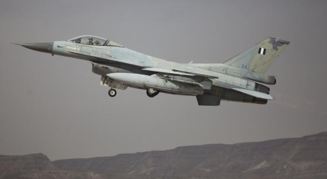 Ескадрила на гръцките военновъздушни сили (ВВС) е прелетяла над територията