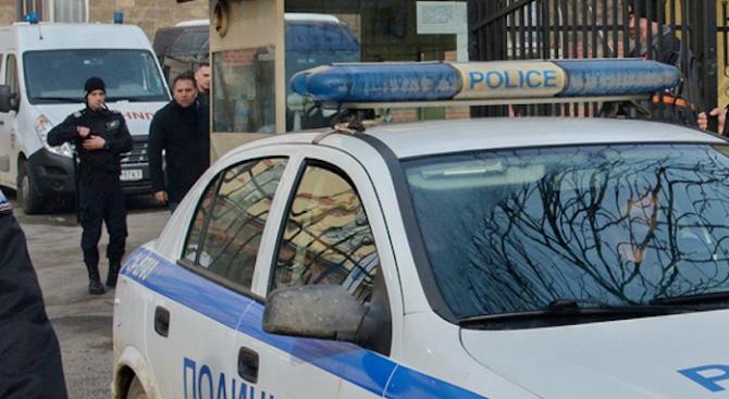 Ексхибиционист е задържан вчера от служителите на реда в Пловдив.